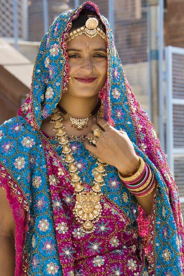 Indische Braut in Rajasthan - Indien lizenzfreie stockfotografie