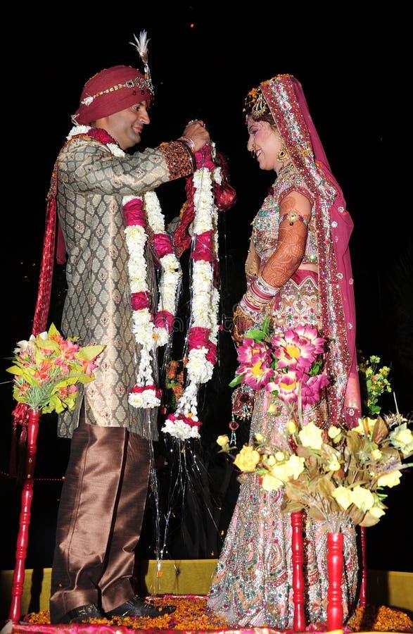 Indische Braut und Bräutigam lizenzfreies stockfoto