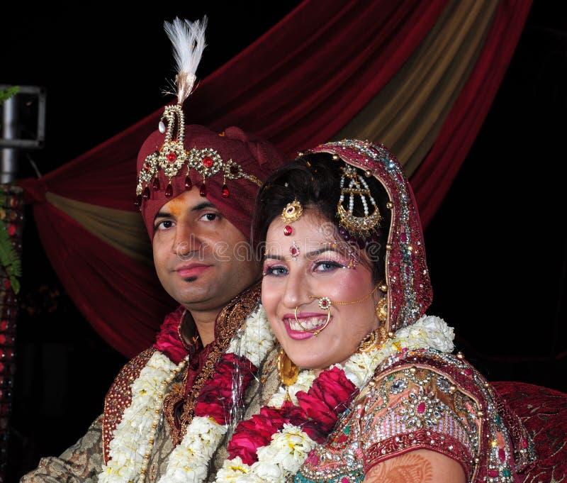 Indische Braut und Bräutigam stockfotos