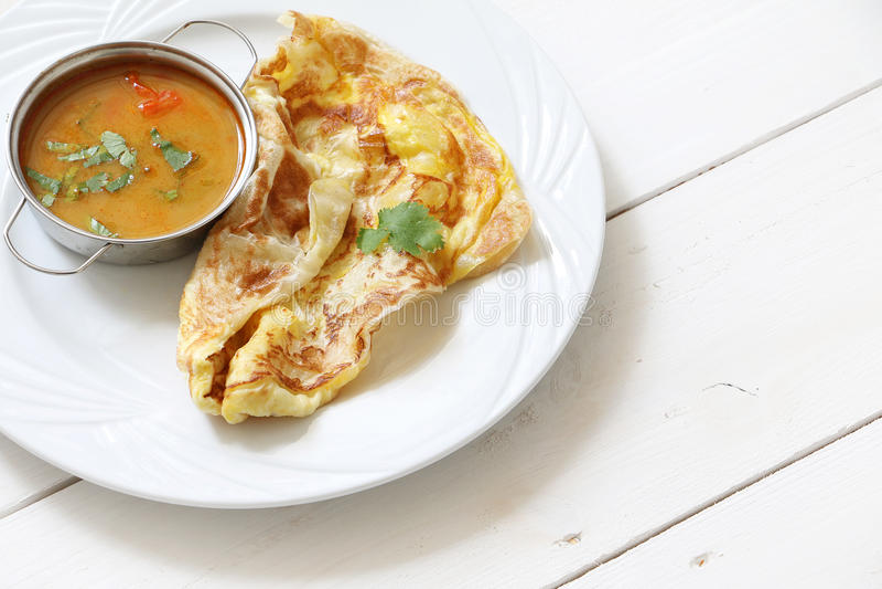 Indische brood of Roti telur met kerriesaus royalty-vrije stock foto's