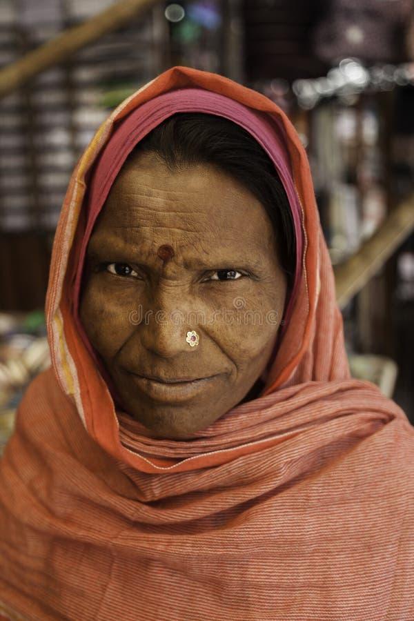 Indische Dame Dressed in Rood royalty-vrije stock afbeeldingen