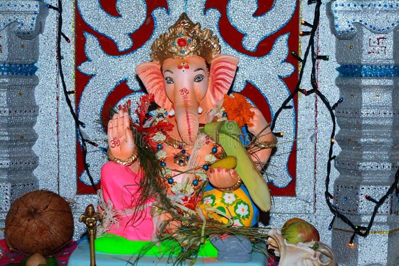 Indische deity aanbad in huis royalty-vrije stock fotografie