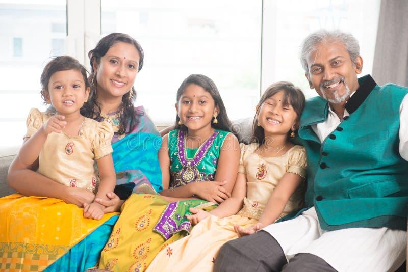 Indische familie van vijf royalty-vrije stock foto's