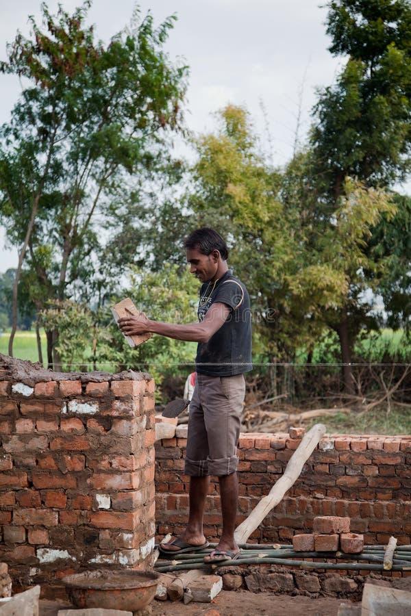 Indische gelukkige arbeider royalty-vrije stock afbeelding