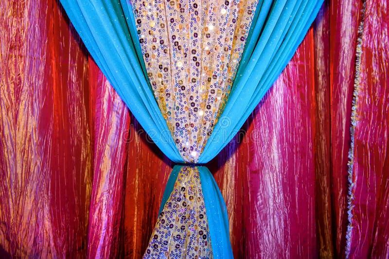 Indische Gewebe an der Hochzeit lizenzfreie stockbilder