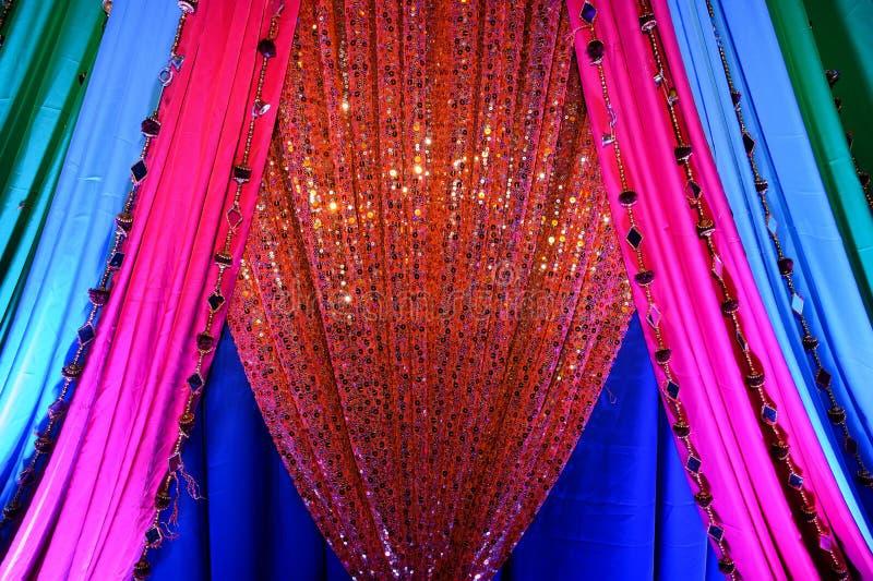 Indische Gewebe an der Hochzeit stockbilder