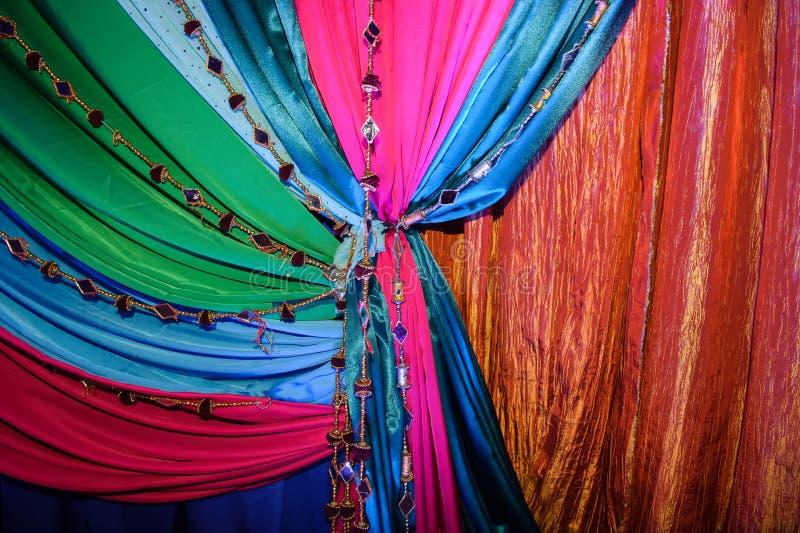 Indische Gewebe an der Hochzeit lizenzfreie stockfotografie