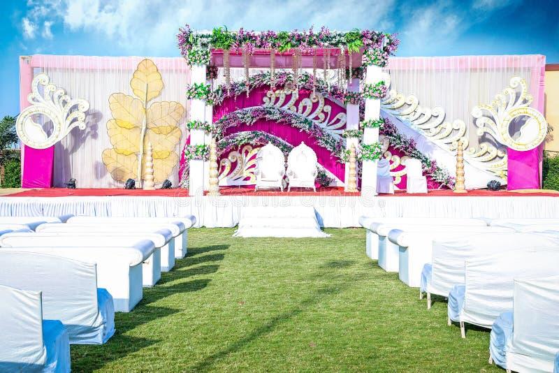 Indische Hochzeits-Ereignis Mandap-Dekorations-Ideen für Trauung lizenzfreies stockbild