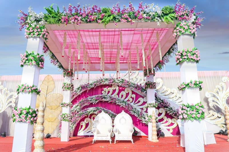 Indische Hochzeits-Ereignis Mandap-Dekorations-Ideen für Trauungs-Dekor lizenzfreies stockbild