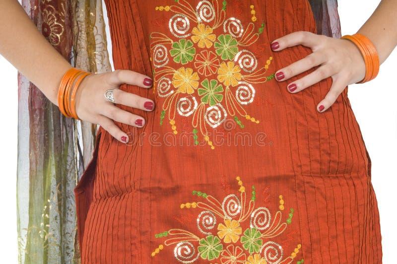 Indische junge Frau ausführlich traditionelles Kleidung lizenzfreies stockbild