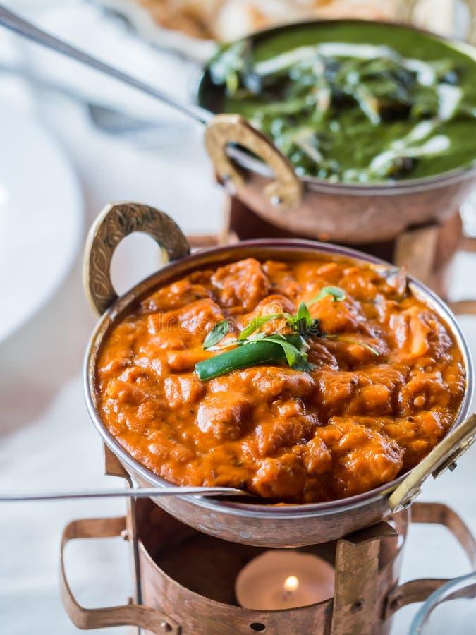 Indische Küche - Garnelencurry und palak paneer stockfotos