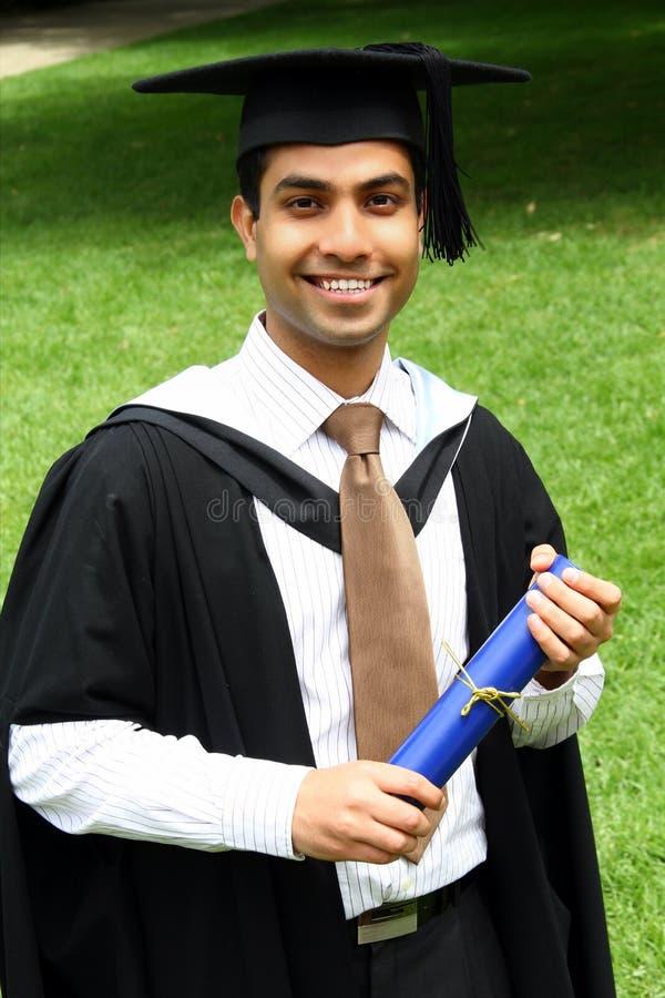 Indische kerel in een graduatietoga. royalty-vrije stock foto