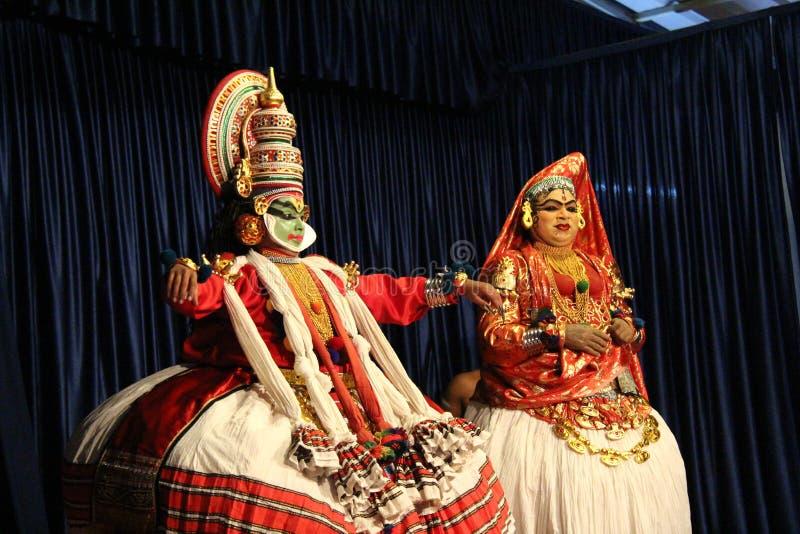 Indische klassische Tanzpaare lizenzfreie stockbilder