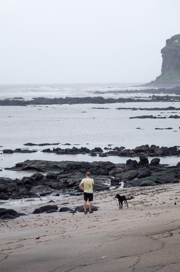 Indische kustlijnen en moessonseizoen Regenachtige dag in India Irelands en kustconcept mooie aard tijdens een moesson royalty-vrije stock foto