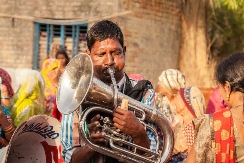 Indische lokale de banduitvoerder van het dorpshuwelijk stock foto's