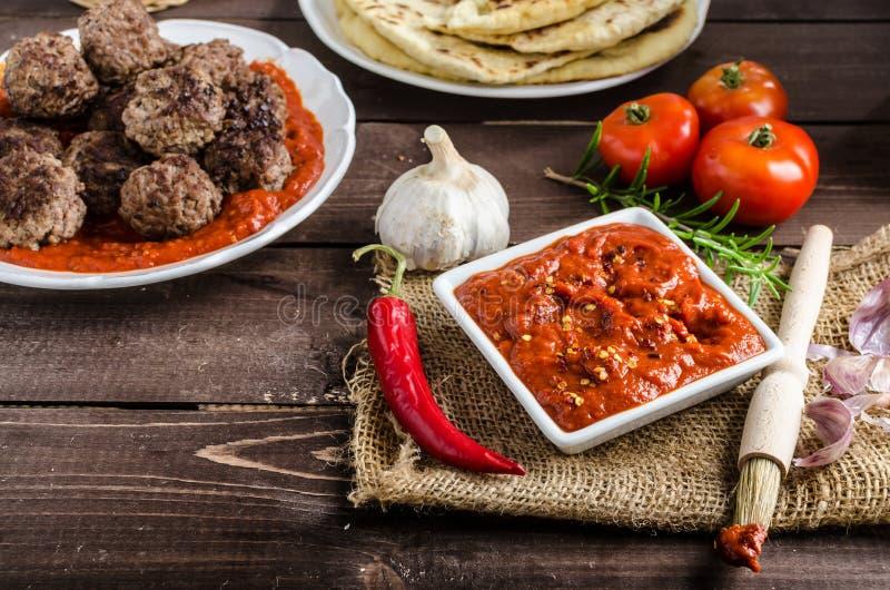 Indische lunch - vleesballen met naan royalty-vrije stock fotografie