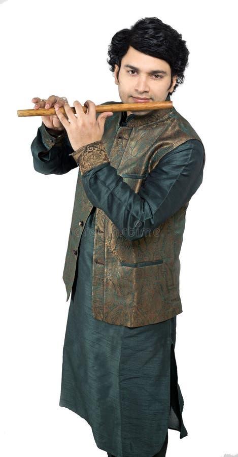 Indische mannelijke model het spelen fluit royalty-vrije stock fotografie