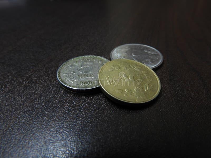 Indische muntstukken vijf Roepies, twee Roepies royalty-vrije stock afbeeldingen