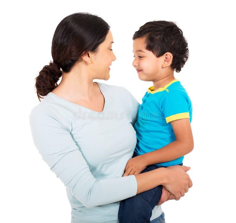 Indische Mutter und Sohn lizenzfreies stockfoto