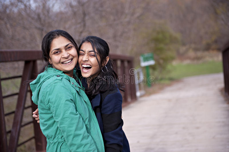 Indische Mutter und Tochter lizenzfreies stockfoto