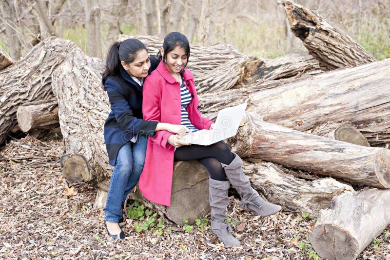 Indische Mutter und Tochter stockfotografie