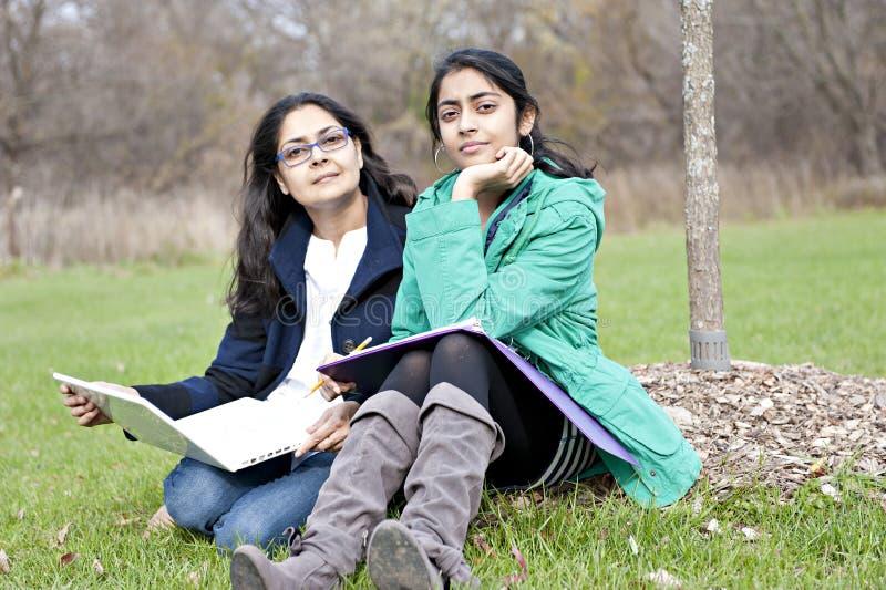 Indische Mutter und Tochter stockbild