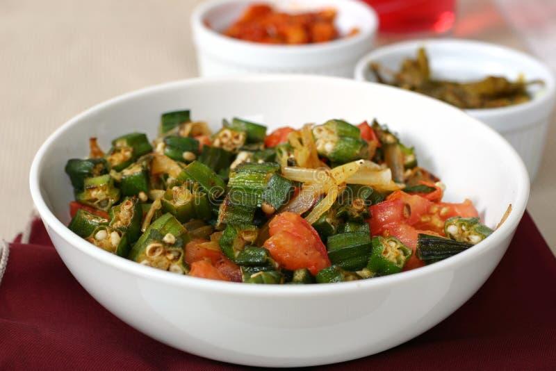 Indische Nahrungsmittelserie - Eibisch-Teller lizenzfreie stockbilder