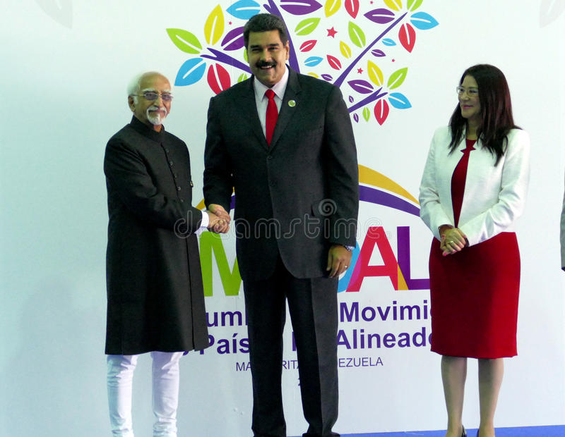 Indische Ondervoorzitter Hamid Ansari begroet Venezolaanse President Nicolas Maduro stock foto