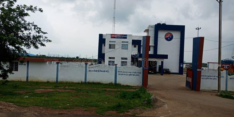 indische Polizeikontrollraum - Gebäude Bild von außerhalb Bezirk jabalpur in Indien im August 2019 lizenzfreie stockfotografie