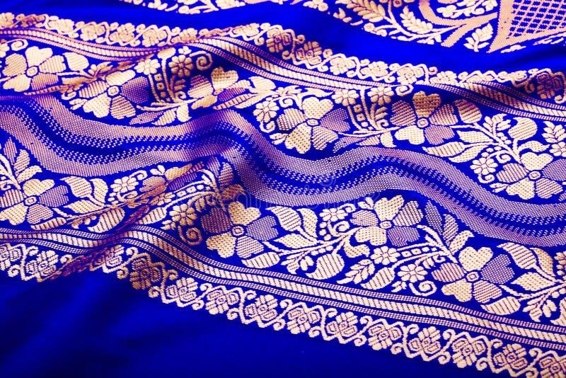 Indische Sari mit Falten schließen oben stockbild