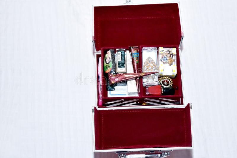 Indische sierjuwelen en andere accessoires Bhiwani, India, september, 09, 2018 royalty-vrije stock afbeelding