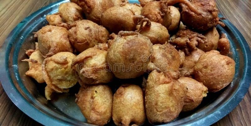 Indische Snack - Bataat Vada stock afbeelding