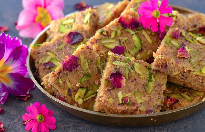 Indische Snoepjes - gulkand anjeer barfi stock foto