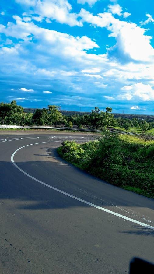 Indische Straße im Sommer lizenzfreies stockbild
