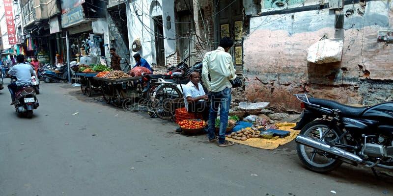 Indische Straßengemüse-Marktgeschäfte lizenzfreie stockfotografie