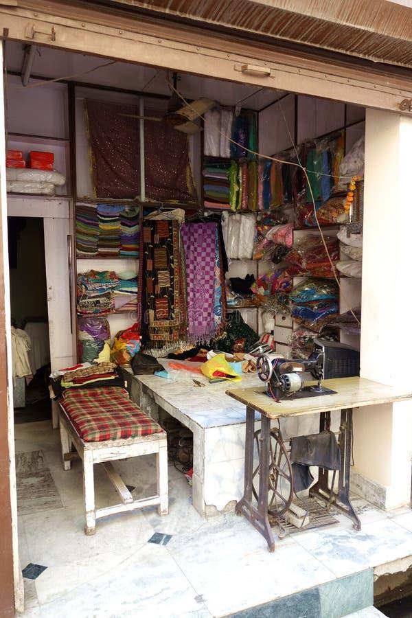 Indische Straat Taylor Shop met Pedaal Naaimachine royalty-vrije stock foto's