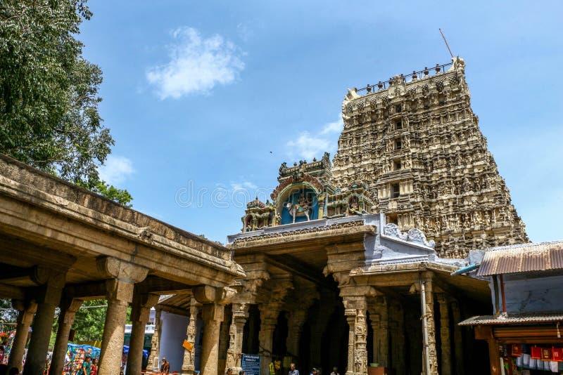 Indische traditionele oude tempel met blauwe hemel op achtergrond royalty-vrije stock foto