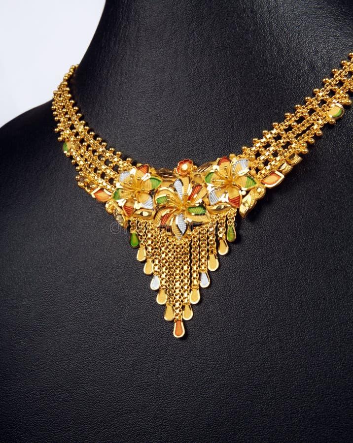 Indische traditionelle Goldhalskette stockbild