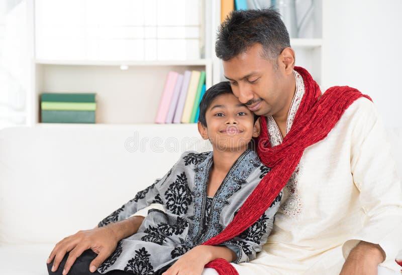 Indische vader en zoon stock fotografie