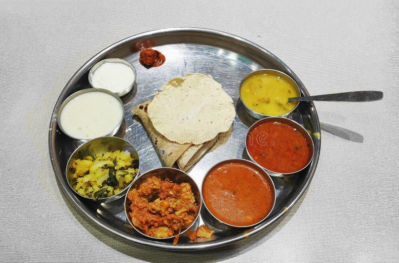 Indische voedsel lanch thali stock afbeelding