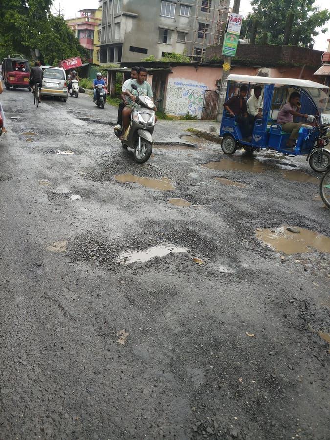 Indische Weg in regenachtig seizoen stock afbeeldingen