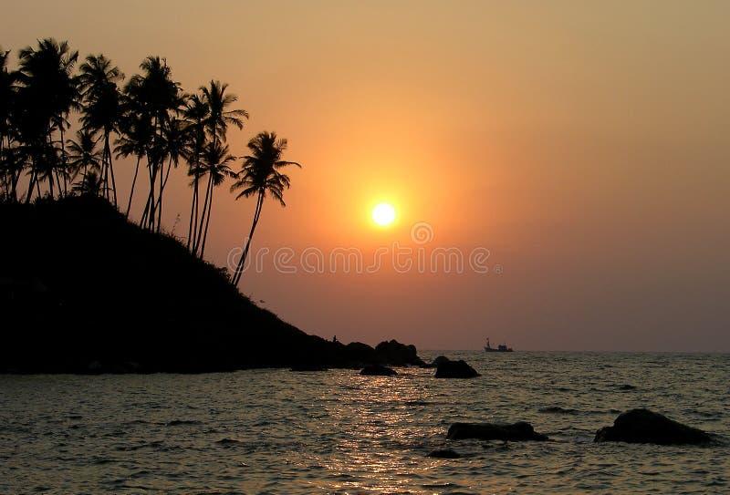 Download Indische zonsondergang stock afbeelding. Afbeelding bestaande uit boot - 10779755