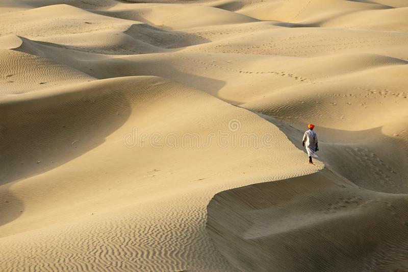 Indischer Beduine auf der Thar-Wüste in Indien stockfotos