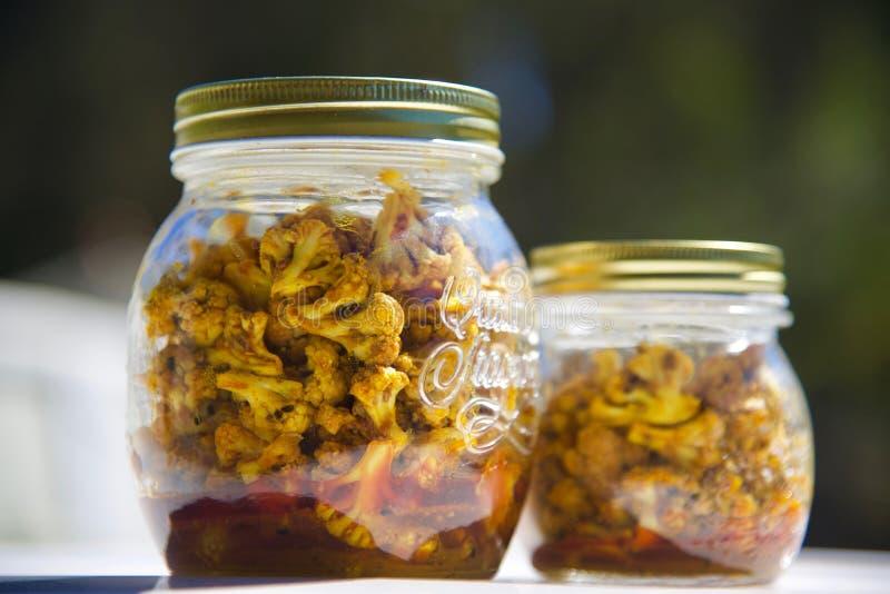 Indischer Blumenkohl-traditionelle Essiggurke lizenzfreies stockbild