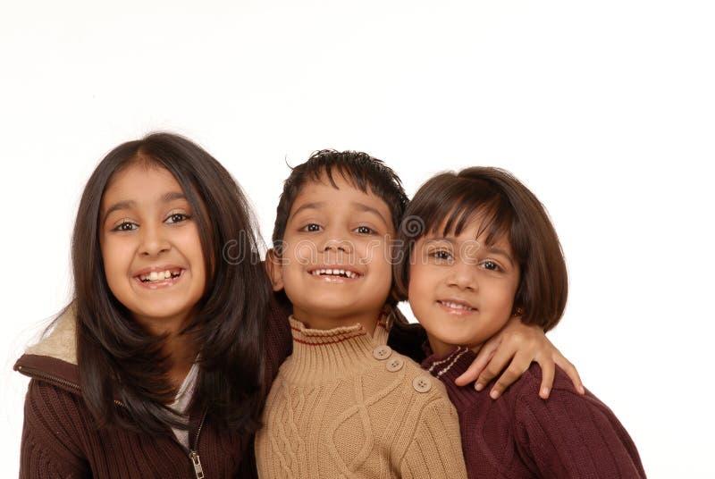 Indischer Bruder und zwei Schwestern stockfotografie