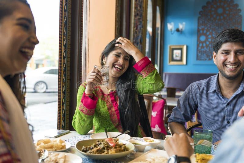 Indischer Curry Ethnie-Mahlzeit-Lebensmittel Roti Naan lizenzfreie stockfotos
