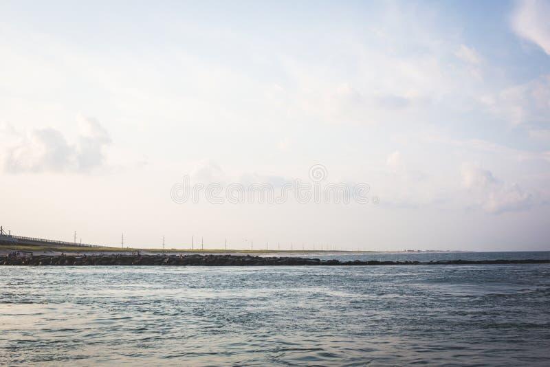 Indischer Fluss-Einlassabendhimmel stockfoto