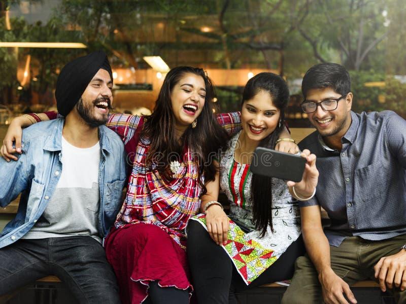 Indischer Freund-Treffpunkt, der Bild-Konzept nimmt stockfotografie