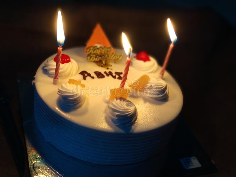 Indischer Geburtstagskuchen stockfotografie