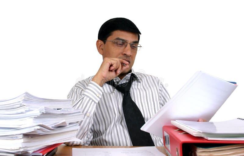 Indischer Geschäftsmann bei der Arbeit. stockbilder
